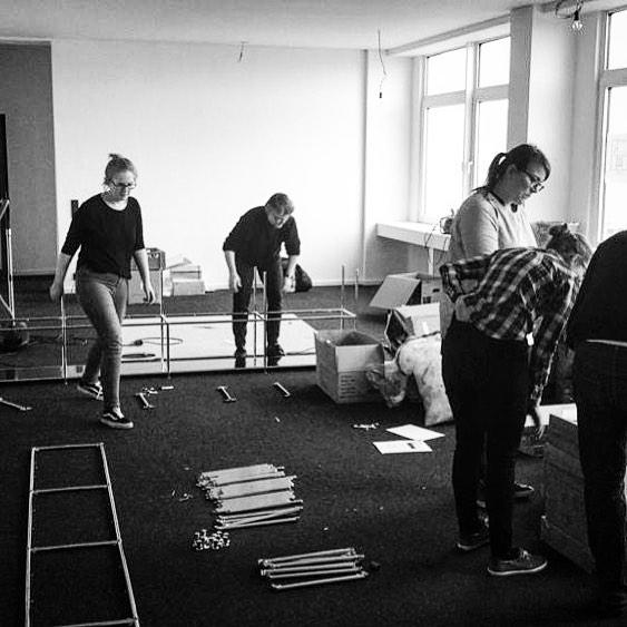 We did it! #neuwerk gerade noch beim Möbelaufbau und dann ab Montag in unserer fertigen neuen Bürofläche! #umzug #kiel #neugründung #architektur