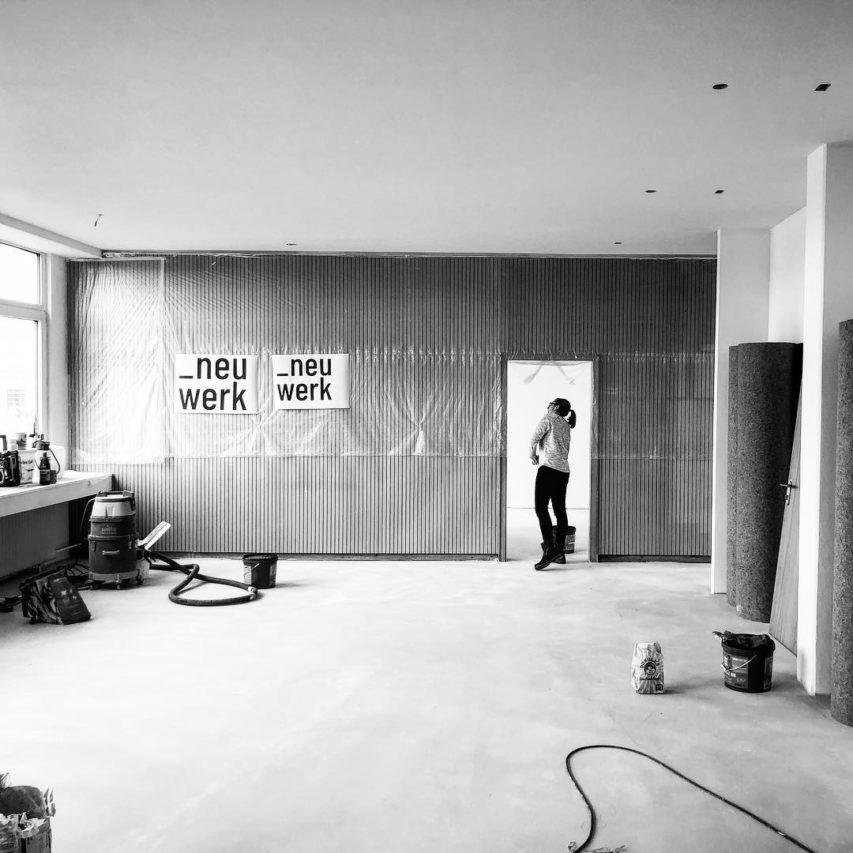 Woche 4: Viel ist passiert die letzten Tage. Eine neue #decke wurde eingezogen, jede Menge #trockenbau, der #maler ist durch und der #boden ist auch schon fertig gespachtelt. Ab morgen folgt der #belag. Nächste Woche wird endlich eingezogen! Wir können es kaum erwarten! #neuwerk #architektur #kiel #neugründung