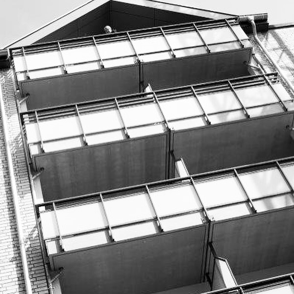 Im Mai hat die WOGE ihr neues Wohngebäude in der Lindenstraße mit einem Tag der offenen Tür allen Interessierten vorgestellt. Gut geworden ! Wir gratulieren nachträglich und wünschen den Bewohnern eine schöne Zeit in ihrem neuen Zuhause. #kiel #woge #wohnen #genossenschaft #lindenstrasse #zuhause