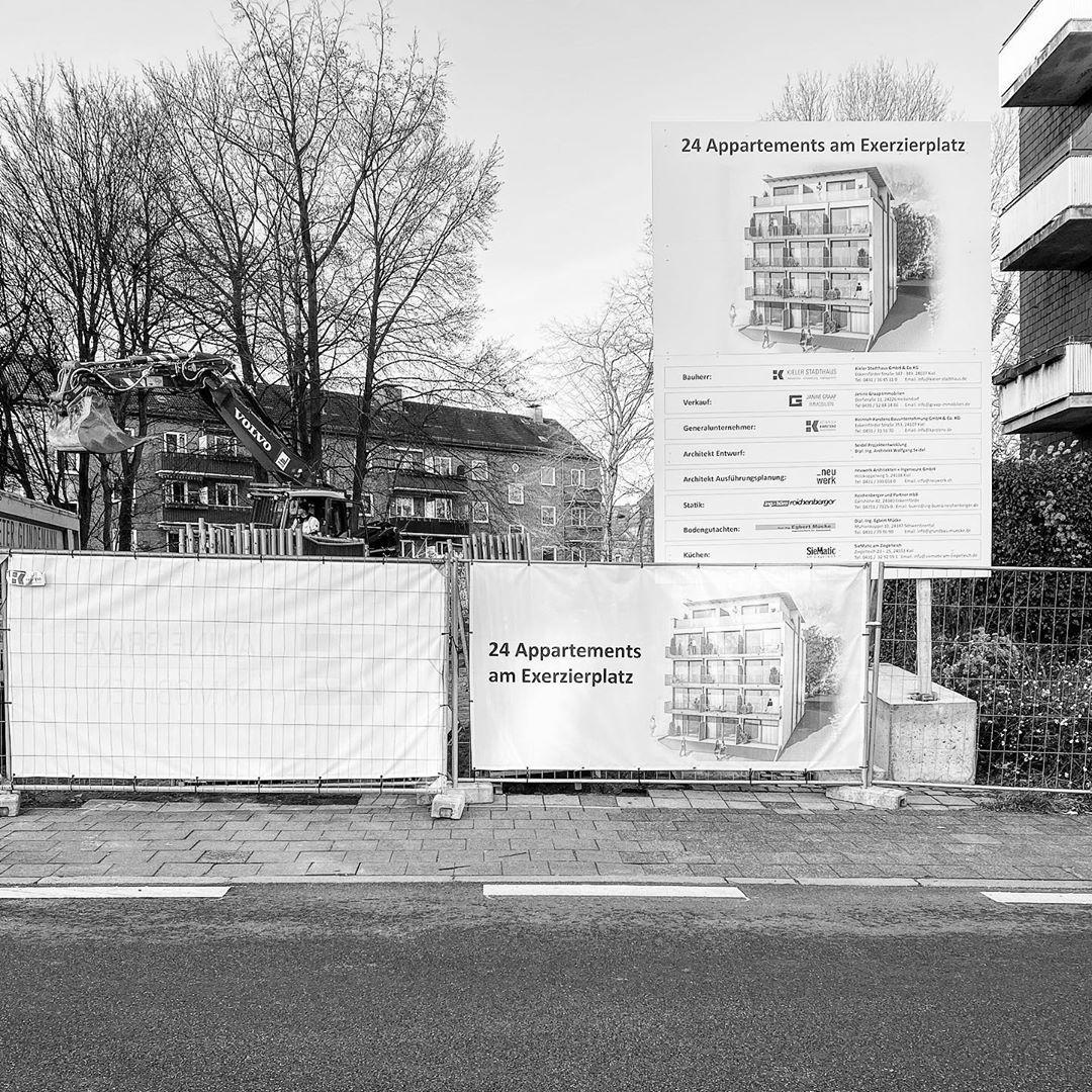 Die Kieler Stadthaus legt los. Mit der Ausführungsplanung aus unserer Hand errichtet die @heinrich_karstens_gmbh 24 Appartements zum mitten in der #KielerCity.