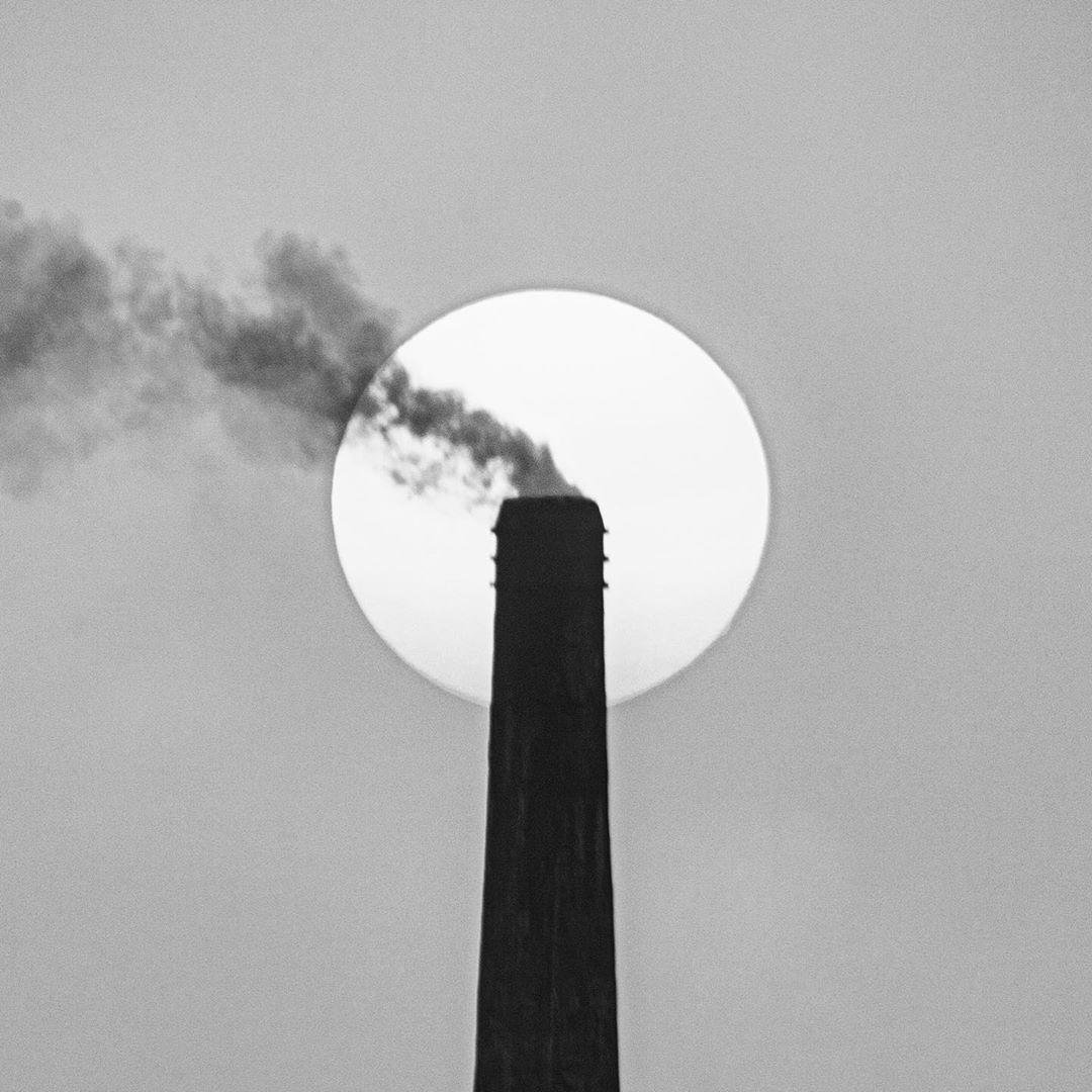 """Wer hat jetzt noch Zeit für #Klimaschutz? WIR! Den nach der nach der ausrichten für und #Klimaschutz. Wir wünschen gute Gespräche und ein breites Kreuz und drücken den Beteiligten die Daumen für den ersten digital stattfindenden """"Petersberger Klimadialog"""". Foto: momin21a (Bangladesch)"""